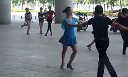 朱丽萍武汉最新拉手舞音乐跳20140817武汉火