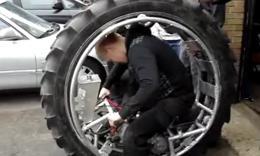 极客动手打造超酷的独轮摩托