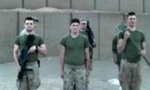 爆笑!士兵为色情杂志做葬礼